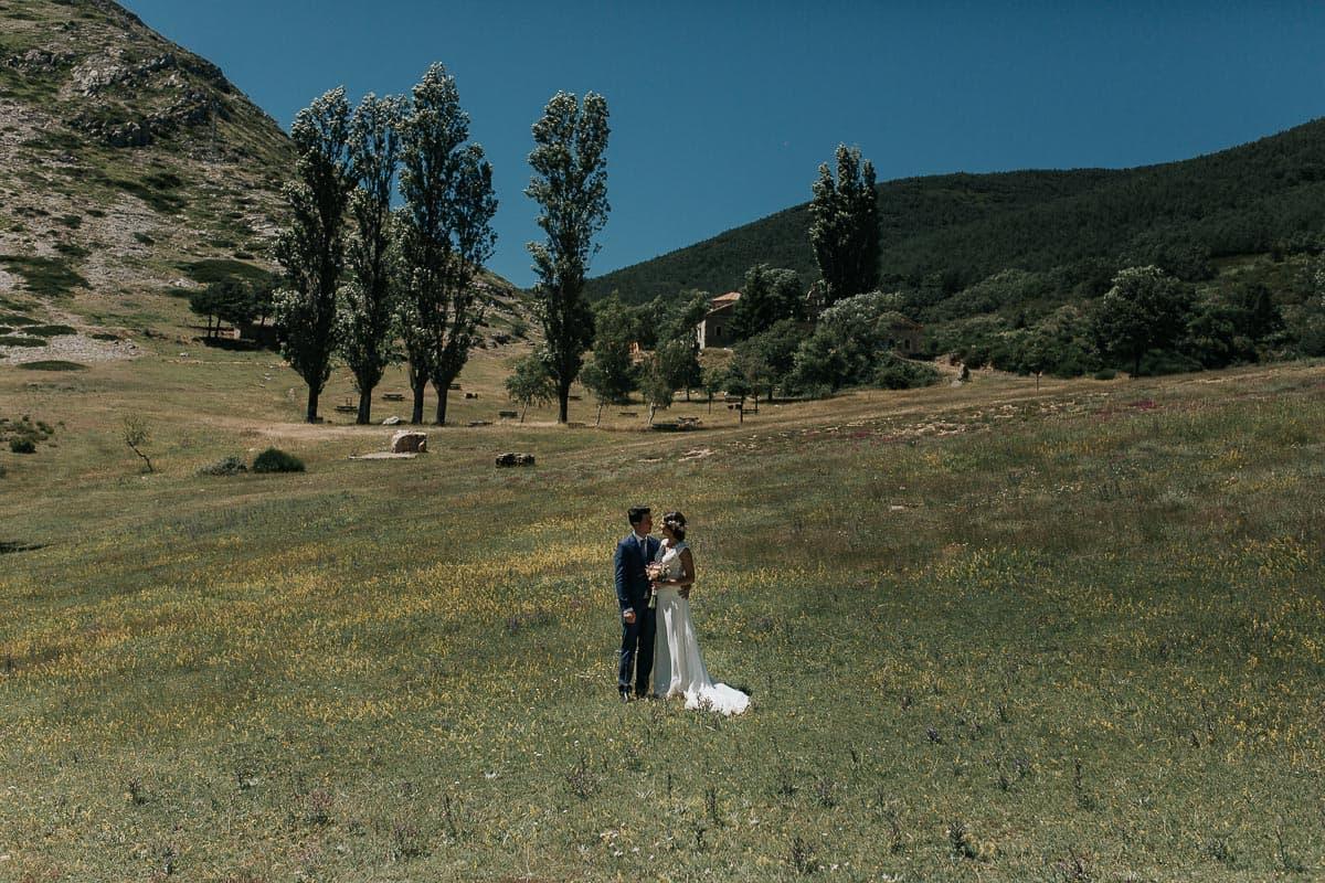 Boda en la montaña palentina Palencia Sara y Daniel-74