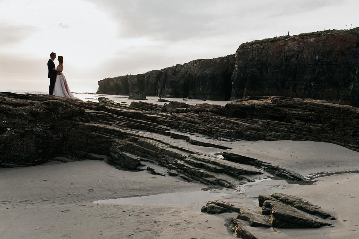 Postboda en la playa de las Catedrales Vídyka Azahar y Adrián-18
