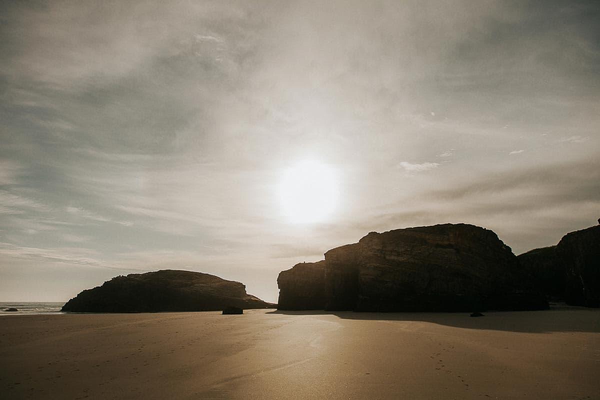 Postboda en la playa de las Catedrales Vídyka Azahar y Adrián-45