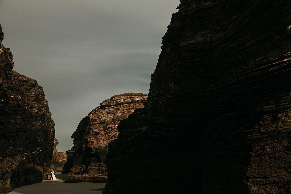 Postboda en la playa de las Catedrales Vídyka Azahar y Adrián-46