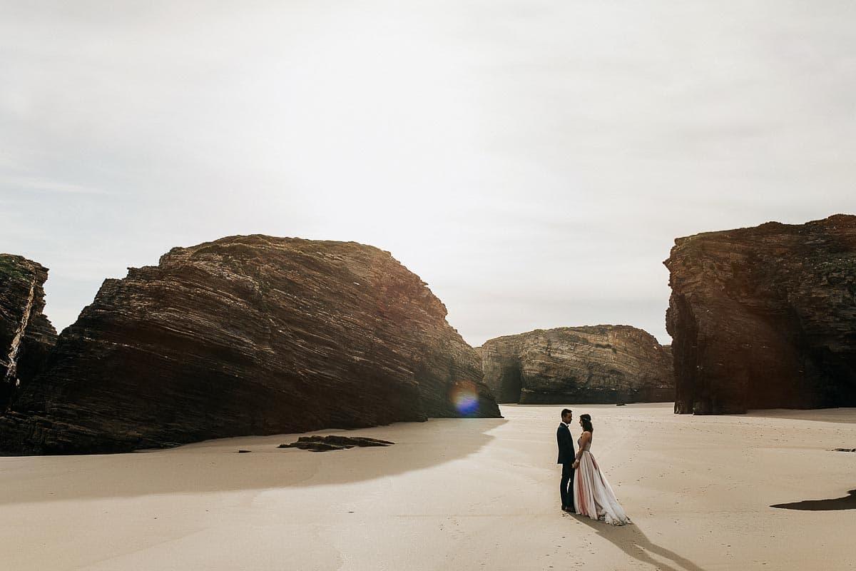 Postboda en la playa de las Catedrales Vídyka Azahar y Adrián-51