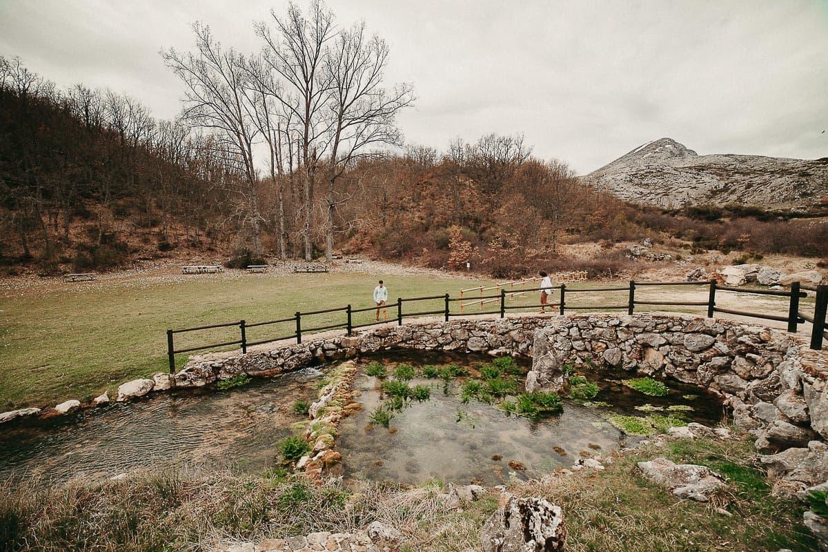 Preboda en la montaña de Palencia Velilla del río Carrión Sara y Daniel-1