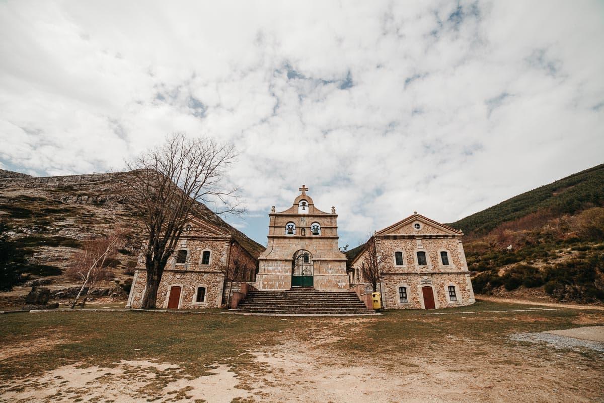 Preboda en la montaña de Palencia Velilla del río Carrión Sara y Daniel-7